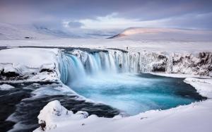 冬天壮观瀑布高清桌面壁纸