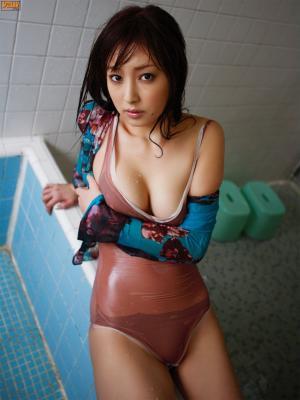 池田夏希 Natsuki Ikeda的湿身诱惑写真