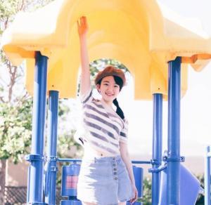 可爱羊角辫女生青春阳光游乐园写真