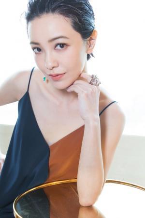 郭采洁吊带裙性感迷人图片