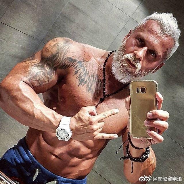 健身的男人,越老越有味道 
