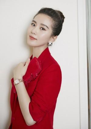 刘诗诗红色裙装出席欧米茄发布活动