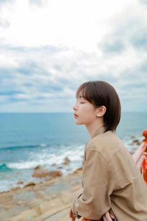 杨紫海边休闲写真