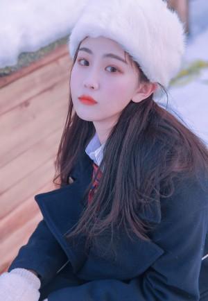 徐紫茵唯美粉嫩雪地制服写真图片