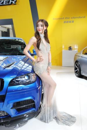 2012北京国际车展车模李颖芝钻石礼服图片