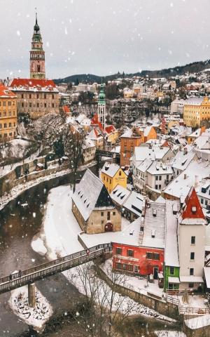 布拉格冬季唯美雪景手机壁纸