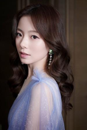 陈卓璇蓝色礼服纱裙女神气质写真图片