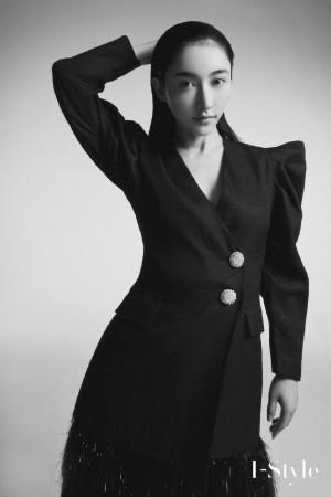 曲尼次仁黑白质感时尚杂志写真图片