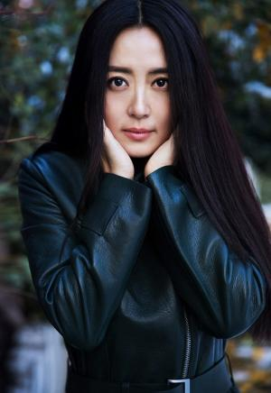 美女演员杨童舒雪景大片