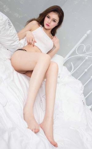 性感气质高挑美女杨洋床上俏皮白皙写真