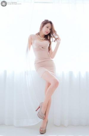 韩国美女室内OL制服粉嫩美腿清新图片