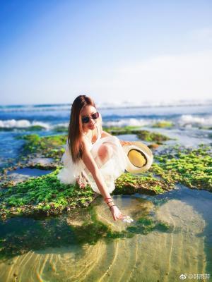 韩雨芹清新自然海边写真图片