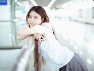 地铁上遇见纯美清新学妹唯美写真