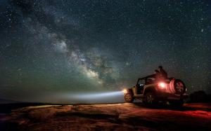 夜晚蓝色唯美星空图片