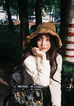 秋日森女范白色毛衣美女落日下唯美写真