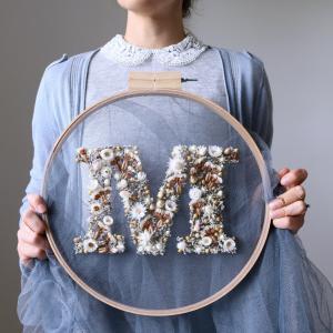 英国平面设计师Olga Prinku使用花朵制作字体