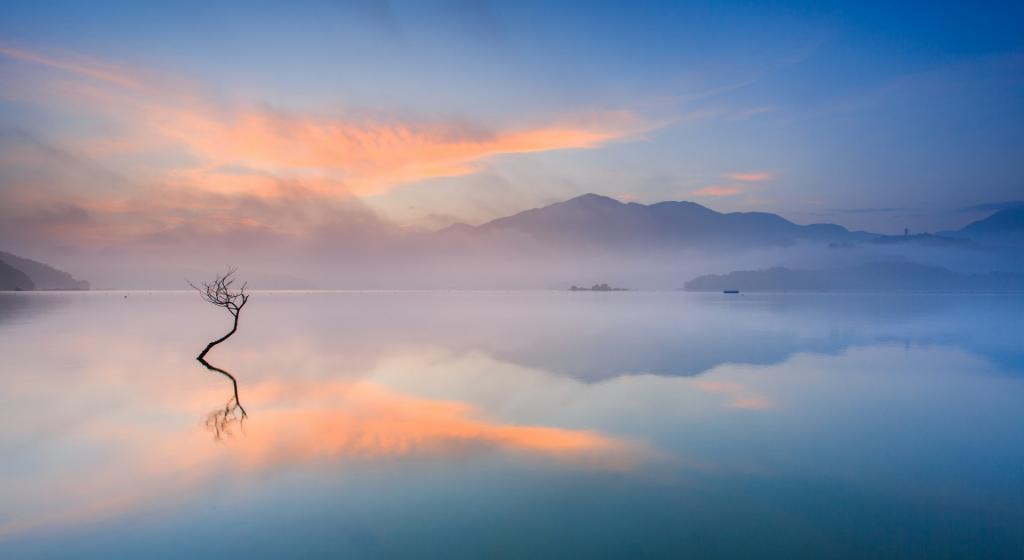 大自然晨雾唯美意境风景图片