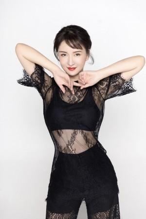 郑亦桐黑色性感妖娆写真图片