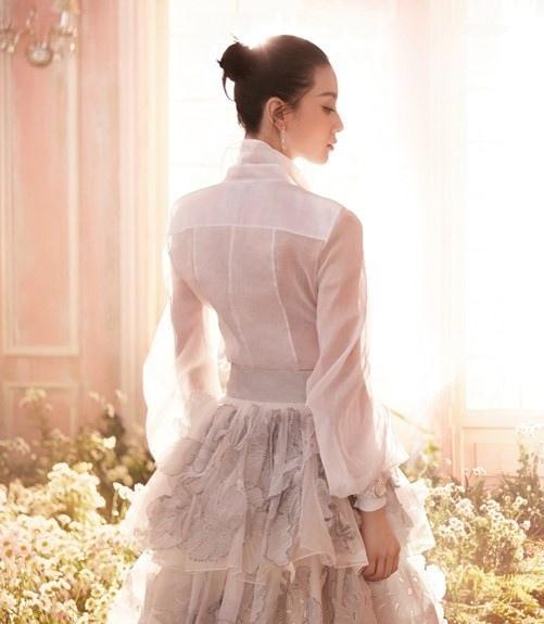 刘诗诗封面写真大片曝光婚后日益美丽