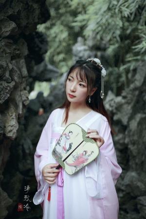 大眼漂亮女孩古装清新白皙迷人写真图片