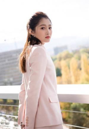 关晓彤粉色西服套装清新时尚图片