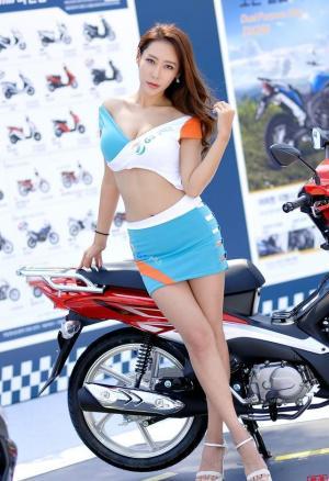 韩国迷人熟女车模美乳翘臀气质佳