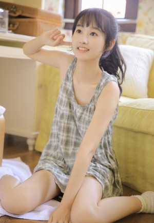 格子吊带裙美女白皙清纯私房写真图片