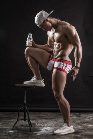 健身需要很多营养 谢梓秋人体艺术
