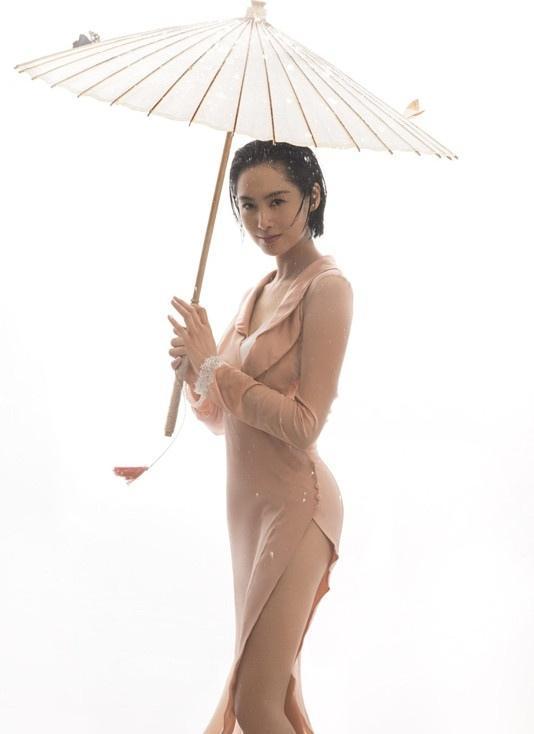 """""""紫霞仙子""""朱茵雨中湿身 大秀迷人曲线写真"""