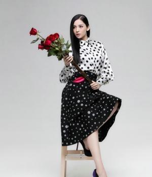 女明星古力娜扎红裙长发气质美图