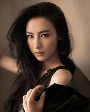 张柏芝时尚杂志性感迷人写真图片