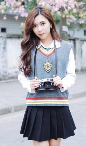 清纯白皙漂亮的学生妹