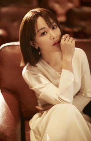 杨紫俏丽优雅时尚大片写真图片