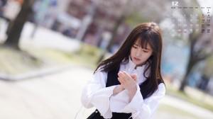 2019年12月鞠婧祎清新街拍写真日历图片
