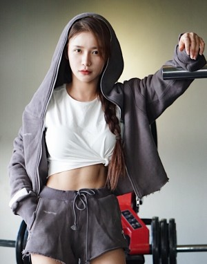蔡卓宜运动健身照图片