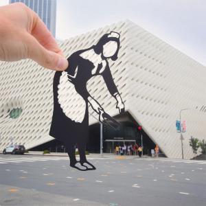 伦敦的艺术家Rich McCor用剪纸添加到拍摄