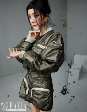 杨幂红秀12周年酷飒封面大片