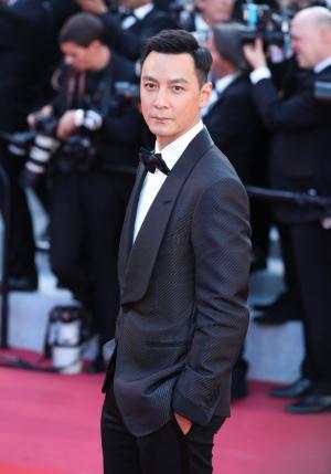 帅气吴彦祖黑色西装绅士儒雅走红毯图片