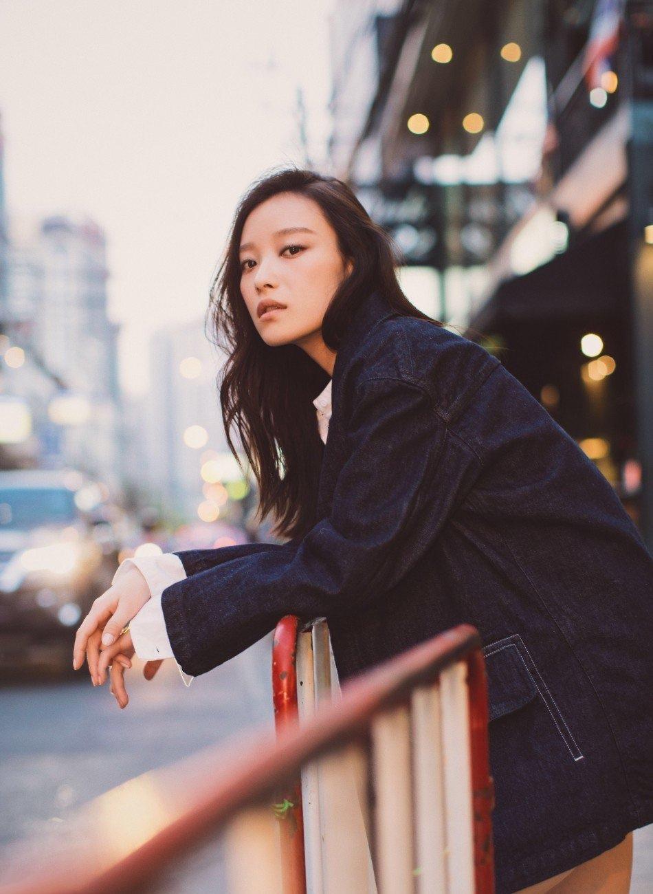 美女倪妮泰国街头拍写真文艺范儿十足