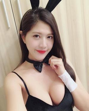台湾美女主播刘庭羽私服性感迷人写真