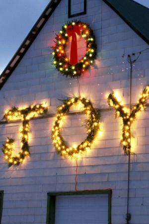 圣诞节时的建筑外墙LED灯
