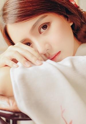 深眼窝和服美女皮肤牛奶白颜色清纯写真