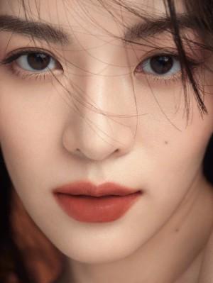 钟楚曦初秋氛围感唇妆高级清冷写真图片