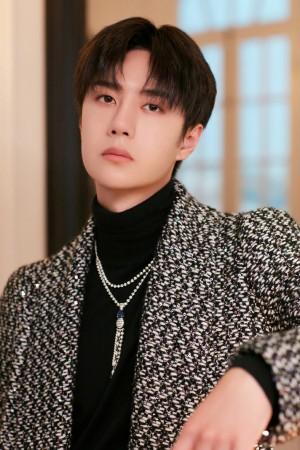 王一博针织西装帅气少年写真图片