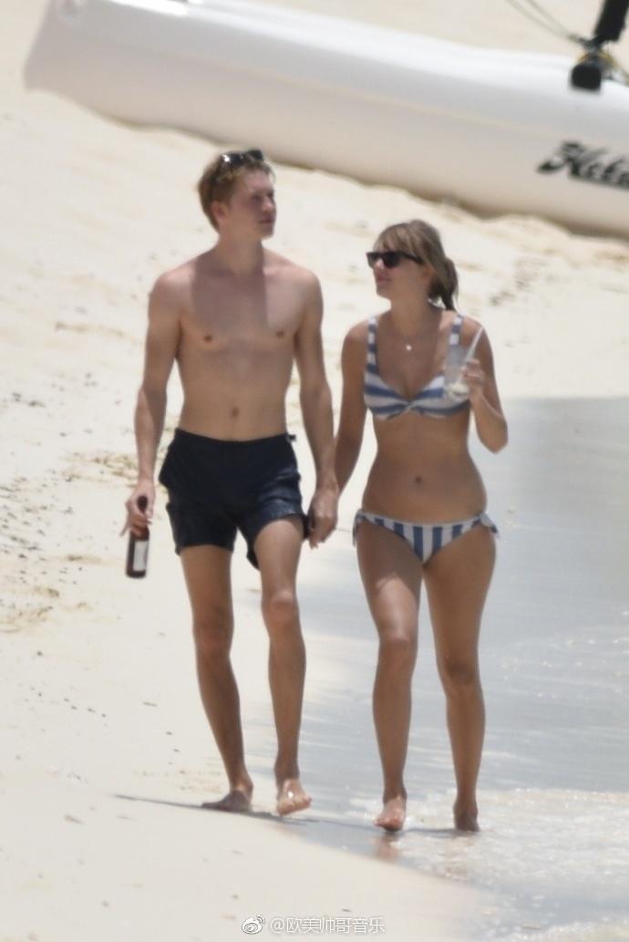 Taylor Swift和Joe Alwyn在特克斯和凯科斯群岛海边被拍到 