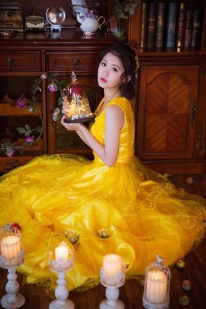 明艳俏丽黄裙子美女私房写真