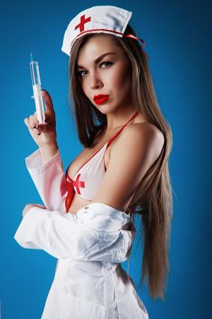 欧美性感美女比基尼护士装魅力爆棚图片