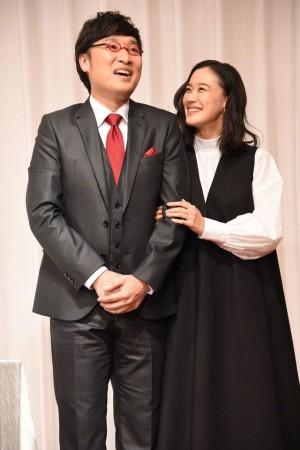 森系女神苍井优和男友山里亮太结婚发布会现场照