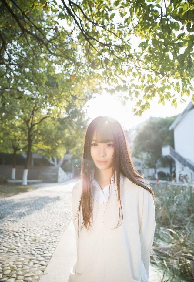 同济大学白衣清纯长发女生图片
