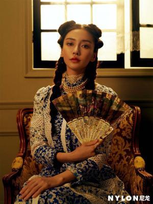 Angelababy致敬名画《带珍珠耳环的少女》拍摄复古大片